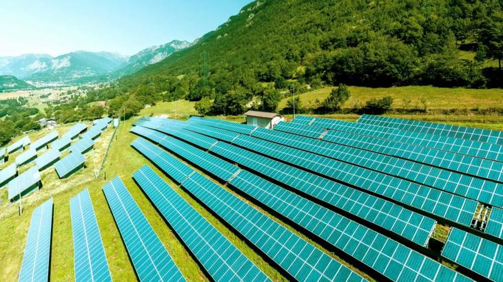 アスエネ、SQUEEZE(スクイーズ)との業務提携でCO2ゼロのクリーン電力提供を開始
